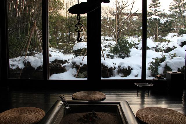 和田屋の囲炉裏と庭