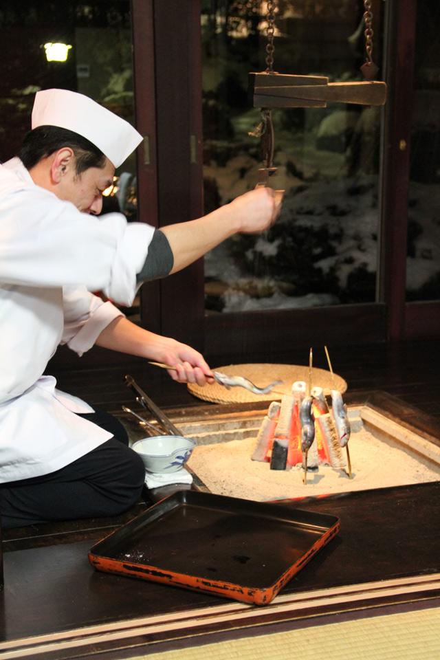 和田屋のお料理囲炉裏で岩魚