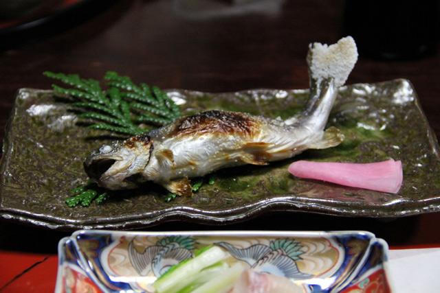 和田屋のお料理岩魚の塩焼き